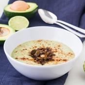 Avocado Soup with Chile-Lime Pepitas – Σούπα με Αβοκάντο & Αρωματισμένο Κολοκυθόσπορο