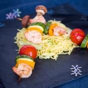 Shrimp & Veggie Skewers with Noodles – Σουβλάκια Γαρίδας & Λαχανικών με Νούντλς και ένα Βιβλίο-Δώρο