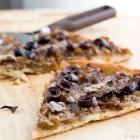 Πίτσα με Κρεμμύδια & Αντζούγιες και μια Ζύμη εξπρές