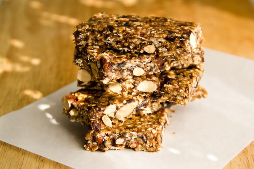 Μπάρες δημητριακών με 5 υλικά, που δεν χρειάζονται ψήσιμο - No bake Granola Bars with only 5 ingredients