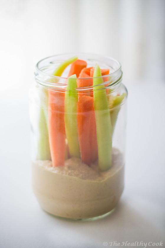 Χούμους με λαχανικά. Ένα εύκολο & υγιεινό γεύμα για το γραφείο που μεταφέρεται εύκολα σε βάζο - Hummus and vegetables; a healthy & easy take-away meal