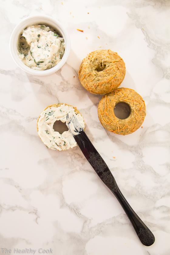 Savory-Cheese-&-Herb-Doughnuts-with-Spicy-Spread – Αλμυρά-Ντόνατς-με-Τυρί-και-Μυρωδικά-με-Πικάντικο-Άλειμμα