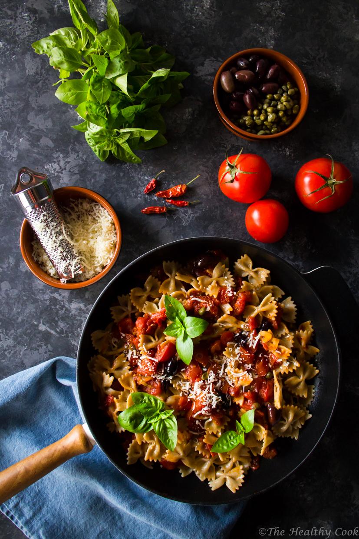 Μια γρήγορη συνταγή για φιογκάκια ολικής άλεσης αλά πουτανέσκα. Η Μεσογειακή διατροφή στο πιάτο σας. - A healthy pasta recipe; farfalle alla puttanesca
