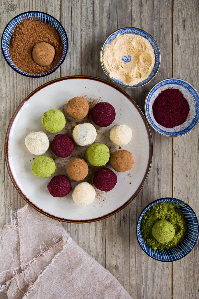 Μπαλίτσες ενέργειας με διάφορες υπερτροφές, ένα υγιεινό και θρεπτικό σνακ για όλες τις ώρες - Superfoods energy balls, a healthy and nutritious snack