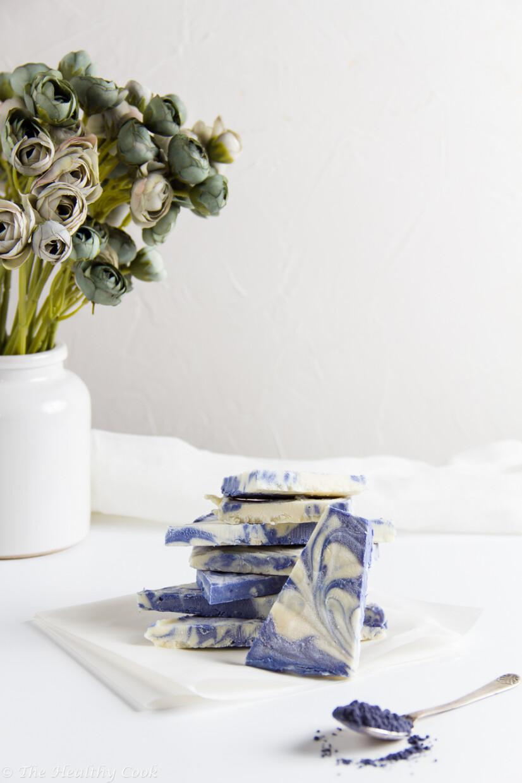 Παγωμένες Μπάρες Λευκής Σοκολάτας με Γιαούρτι και Blue Ninja – Blue Ninja, White Chocolate & Yogurt Frozen Bark