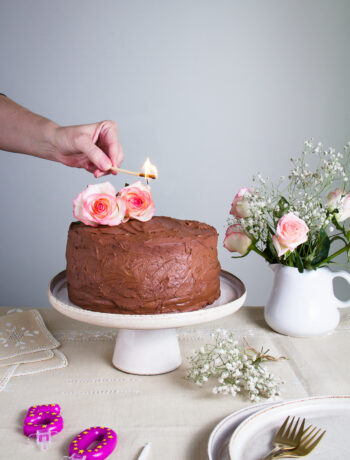 """A healthy gluten-free cake, with peanut butter """"caramel"""". In case you avoid gluten, or want to taste a different, but just as delicious cake"""