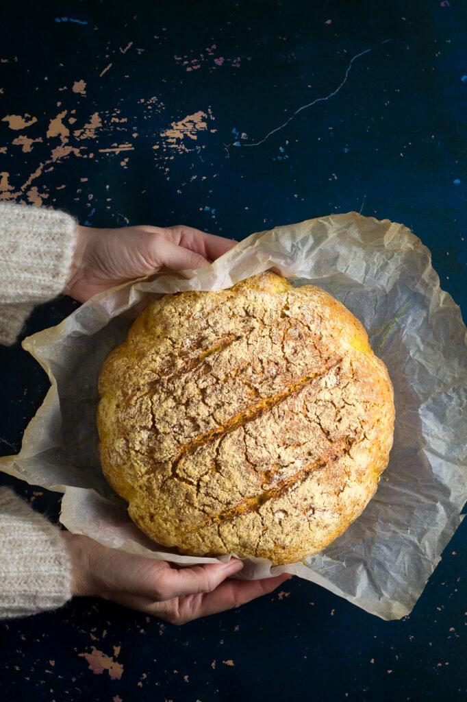 Δείτε εδώ σε ποιες περιπτώσεις πρέπει να αποφεύγουμε τον κουρκουμά. Εδώ θα βρείτε όλες τις συνταγές για ψωμί στο μπλογκ.